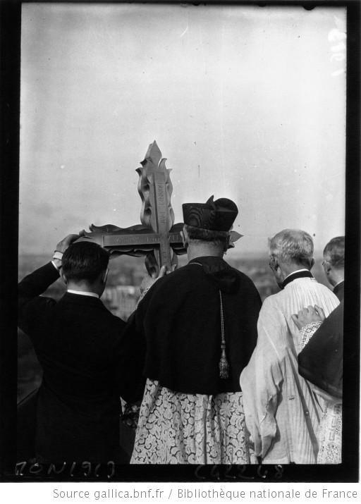 Consécration de l'église du Saint Esprit par le cardinal Verdier avenue Daumesnil : [photographie de presse] / Agence Mondial - 1