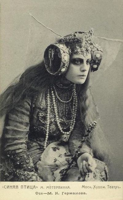 cesbaisersinfinis:  Promotional still from a performance of The Blue Bird, directed by Constantin Stanislavski for Moscow's Art Theatre in 1908.: