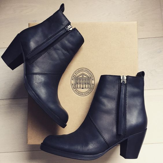 Acne pistol boots!!!!