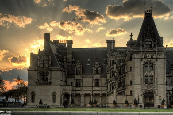 Biltmore House is a Châteauesque-styled mansion in Asheville, North Carolina, built by George Washington Vanderbilt II between 1889 and 1895. It is the largest privately-owned home in the United States, at 135,000 square feet (12,500 m2) (although pu Travel the US for twenty bucks per day.