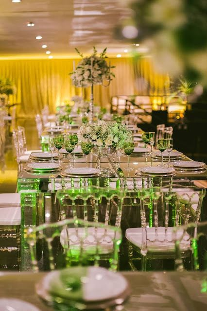 decoração recepção casamento.  branco, verde e dourado.  Veja mais em www.casareiembrasilia.com.br