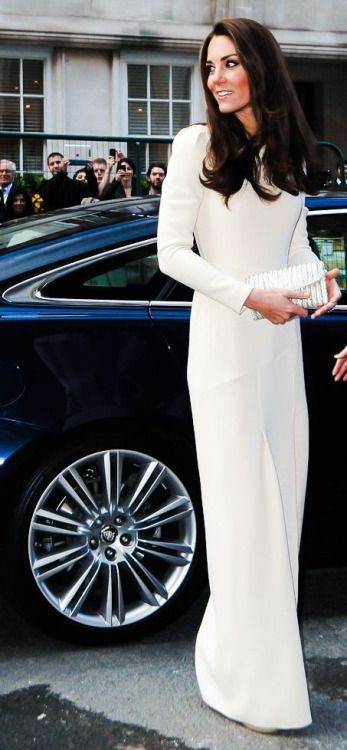 Kate Middleton in a stunning ivory evening gown. #katemiddleton #eveninggown