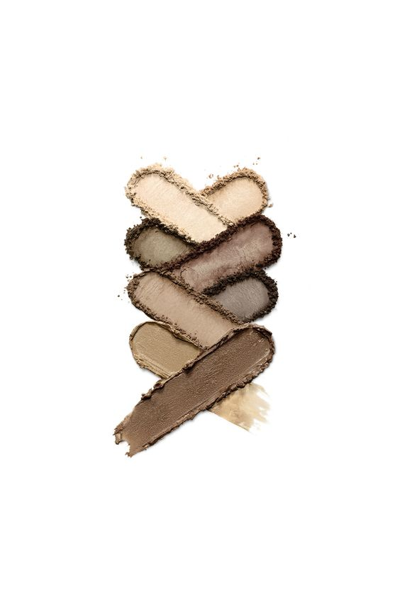 From highlight, to powder, to wax. Our L.O.V BROWttitude eyebrow contouring palette comes with all you need for professional brow grooming.