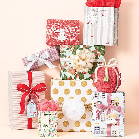 Christmas Wrap With Images Gift Wrapping Beautiful Gift