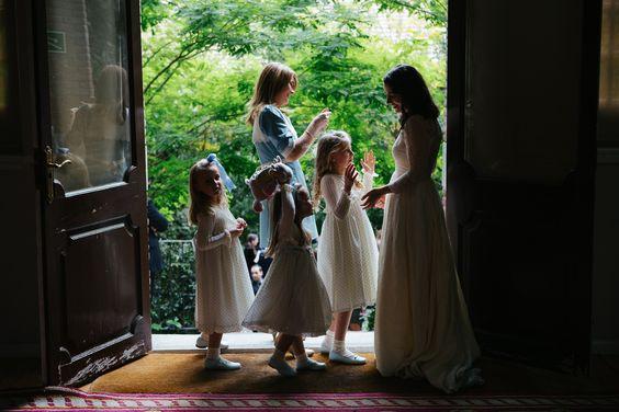 Novia, hermana, sobrinas...