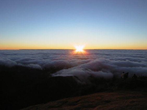 Parque Nacional do Caparao - Nascer do sol no Pico da Bandeira - Pesquisa Google