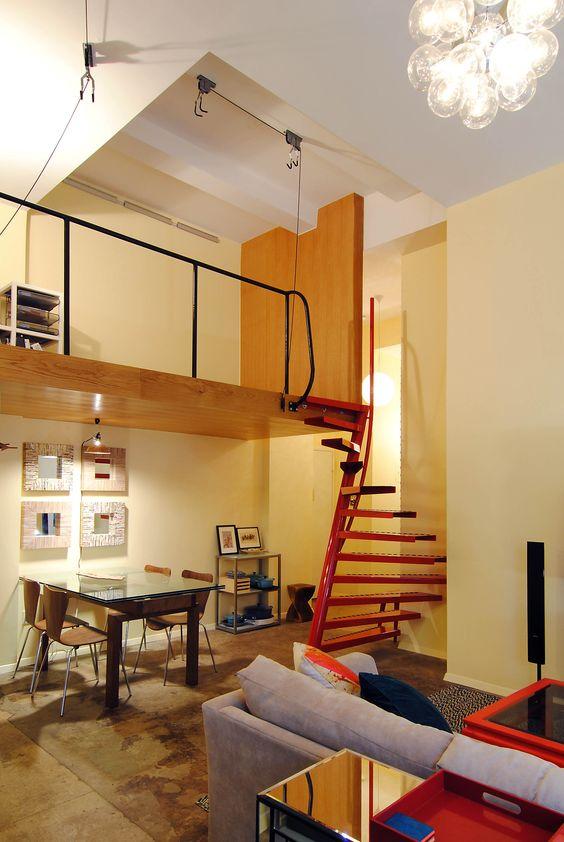 Hochwertige quadratische Wendeltreppe 1m2 ® prägt das Interieur