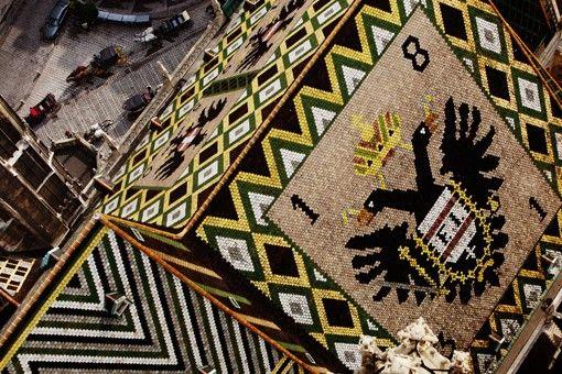 Dach des Stephansdomes mit Fiakern