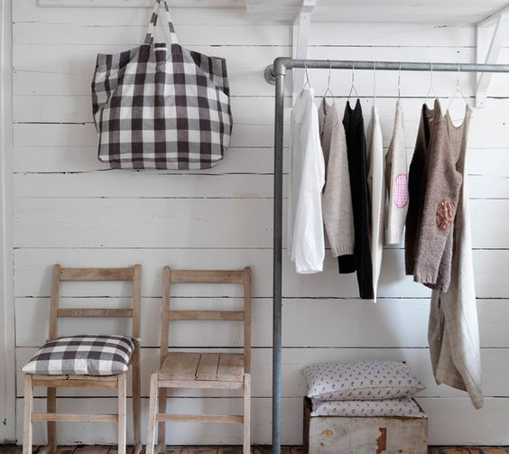 Kee Klamp clothing rack http://www.simplifiedbuilding.com/solutions/clothing-racks/