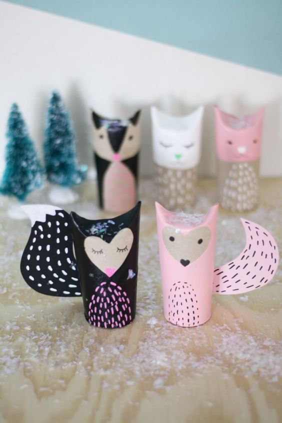 Maybe I could make a couple of these little pink foxes out of toilet paper rolls and put em next to the flowers as table decor?