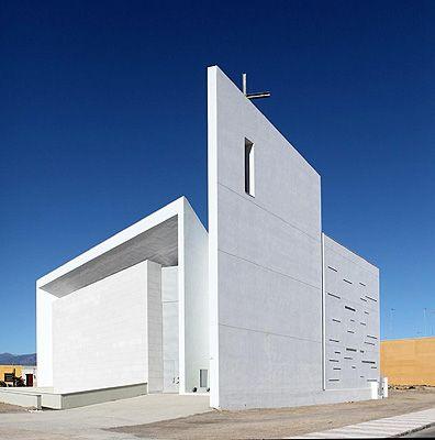 La arquitectura contempor nea impregna la nueva iglesia for Arquitectos de la arquitectura moderna