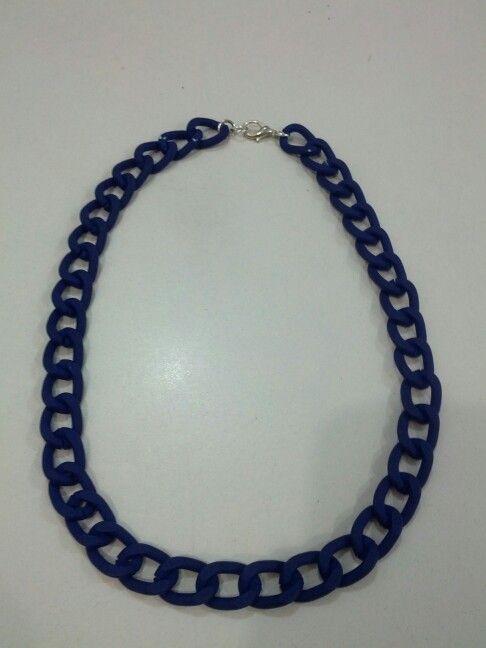 Collar de cadena azul