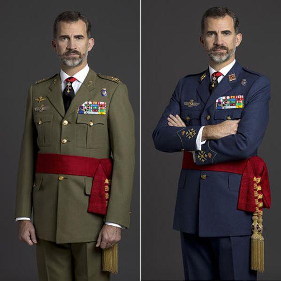 Coincidiendo con los seis meses de su reinado, Felipe VI ha estrenado retratos oficiales. Se trata de cuatro intantáneas realizadas por el fotoperiodista Gorka Lejarcegi en las que el jefe del Estadoaparece con el uniforme de capitán general de los Ejércitos de Tierra y del Aire y de la Armada.