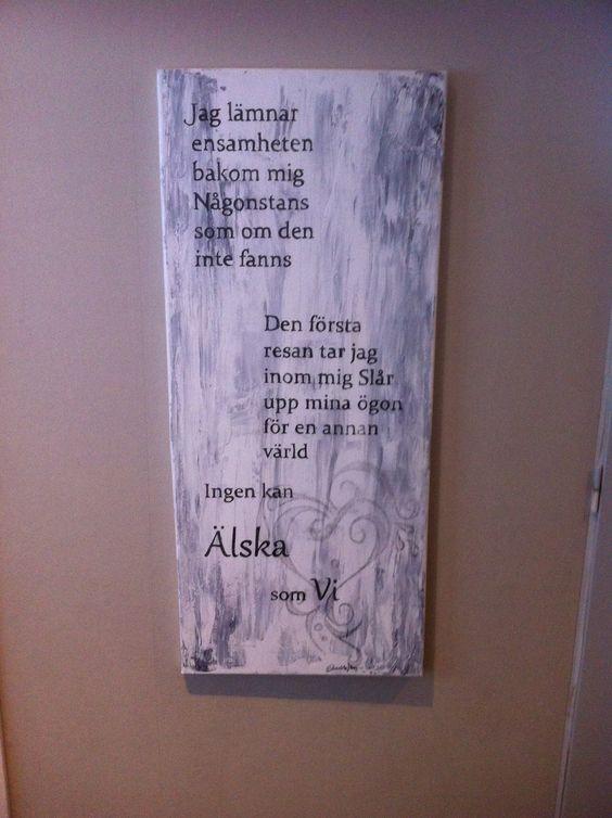 Tavla av canvas från Biltema, akrylfärg, fört över texten genom att fylla i med blyerts och gnugga sen fylla i med svart penna