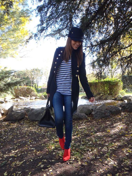 Botines rojos Zara. Camiseta navy Zara Man. Abrigo estilo militar Zara.    I♥it