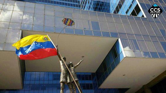 Te presentamos la selección especial efemérides: <<BANDERA DE VENEZUELA>> en Caracas Entre Calles. ============================  F E L I C I D A D E S  >> @gariartgallery << Visita su galeria ============================ SELECCIÓN @marianaj19 TAG #CCS_EntreCalles ================ Team: @ginamoca @huguito @luisrhostos @mahenriquezm @teresitacc @marianaj19 @floriannabd ================ #Caracas #Venezuela #Increibleccs #Instavenezuela #Gf_Venezuela #GaleriaVzla #Ig_GranCaracas #Ig_Venezuela…