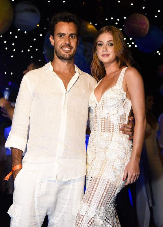 Vestido rendado com transparências de Marina Ruy Barbosa é ideal para quem vai passar o réveillon na praia e não abre mão do branco