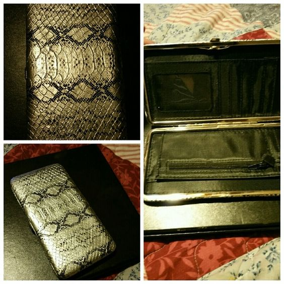 Silver and black Snake Design Wallet Exactly as pictured Accessories Key & Card Holders