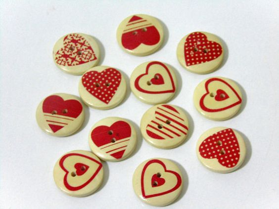 12 Red Heart Pattern Wooden Buttons