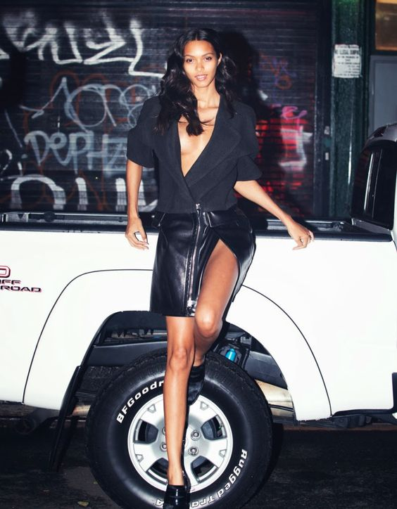 photo of Lais Ribeiro  - car