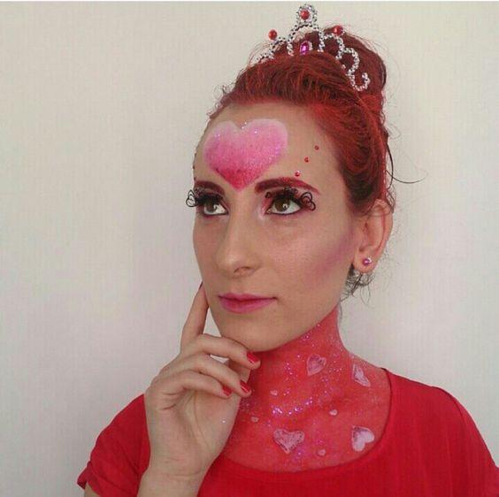 Beauty Reina de corazones.  Un maquillaje de fantasia elaborado y muy colorido.  #MaquillajeFantasia #ReinaDeCorazones #CristinaGamezMakeUp
