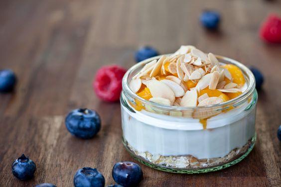 Fitness Frühstück: Joghurt mit Haferflocken, Ingwer und ... Mango, Himbeere oder Heidelbeeren. | Nur 5 Zutaten Blog