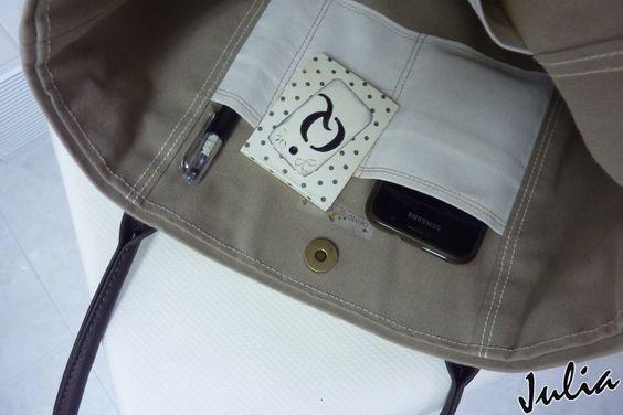 Que diga que los bolsos forman parte importante de los  complementos de las mujeres,   no es algo que yo os venga a descubrir  ahora...   ...