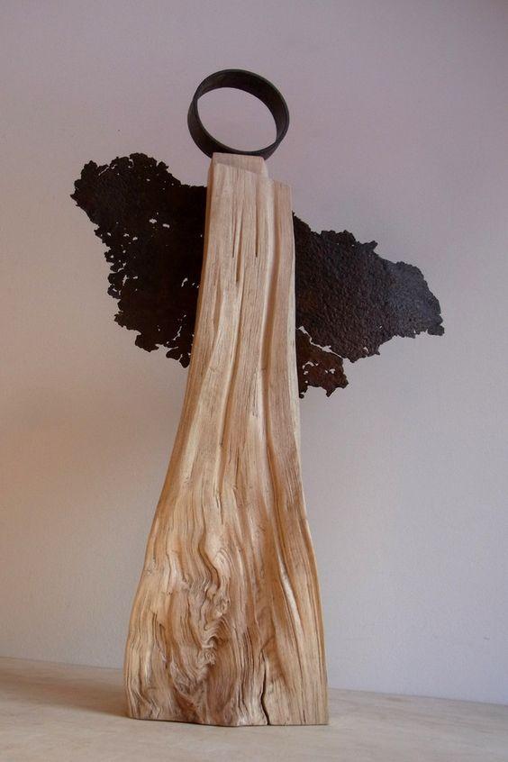 eleganter engel aus holz und stahl die anmut des wesens in der kombination mit den. Black Bedroom Furniture Sets. Home Design Ideas
