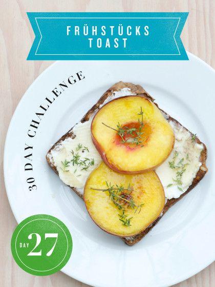 30 Day Challenge: Jeden Tag eine neue Toast-Variante. Der aktuelle Obst-auf-den-Grill-Trend wurde heute gleich mal für den Frühstücks-Toast abgewandelt. Pfirsich, Ricotta und ein Löffel Honig waren dabei die heutigen Zutaten.