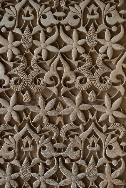 Pattern on the wall in the Alhambra by Otomodachi