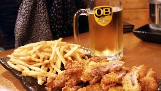 Một suất gà rán cay kèm bia
