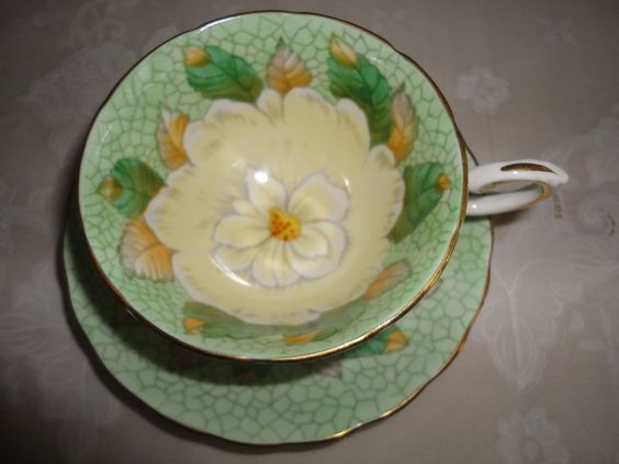 STUNNING  BONE CHINA LARGE WHITE FLOWER ON WEBBED BACKGROUND !! F* #TUSCAN