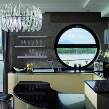 Im thinking about picking black as the main colour in my kitchen, too..
