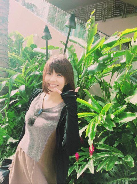 小林麻耶かわいいポーズでバカンス気分