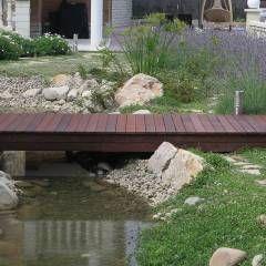 Puente de madera: Jardines de estilo Mediterráneo de LANDSHAFT