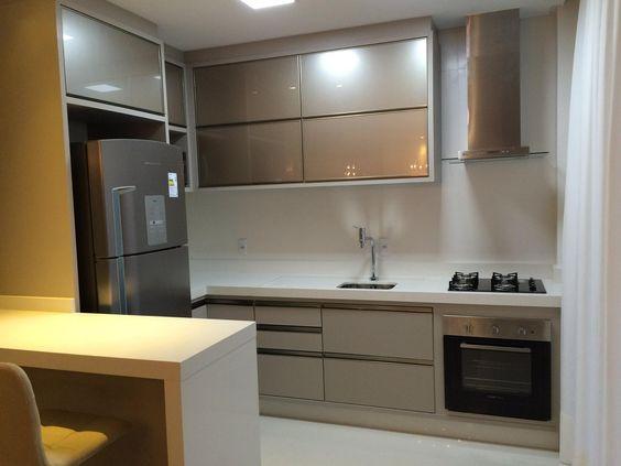 Cozinha na cor Fendi, com bancada branca (nanoglass)  Cozinhas  Pinterest  # Bancada Cozinha Super Nanoglass