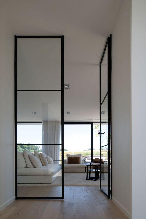 Interieur: Luxhome Licht bewerkte parketvloer, samengesteld hout in combinatie met vloerverwarming