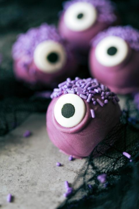 45 Halloween Desserts That Are Sweet and Spooky At the Same Time