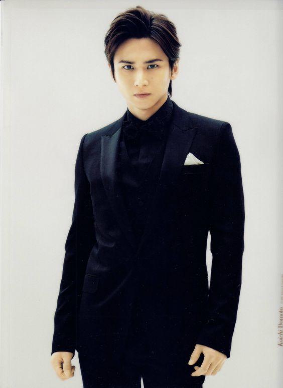 堂本光一の黒スーツ
