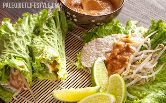 Enrollados de hojas de lechuga con carne de cerdo thai.