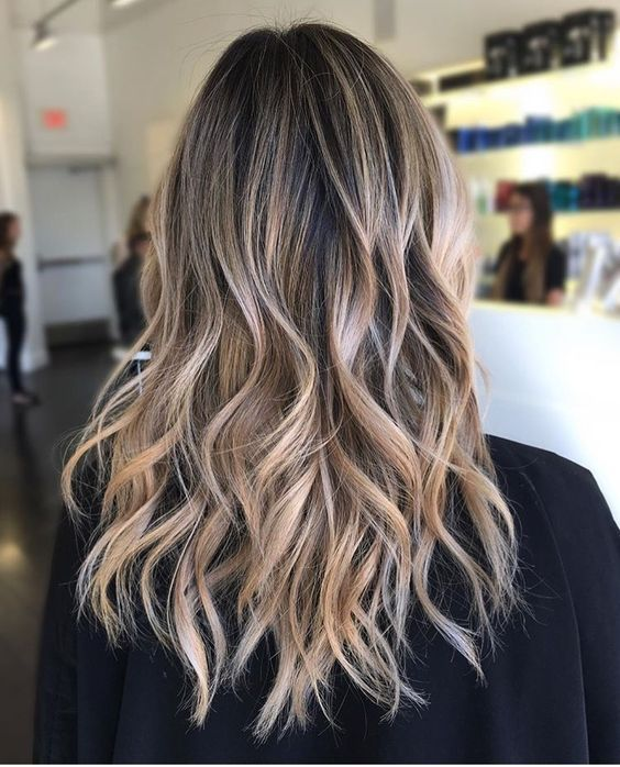 Time To Shine In Medium Length Hairstyles Our Hairstyles Hair Styles Long Hair Styles Medium Length Hair Styles