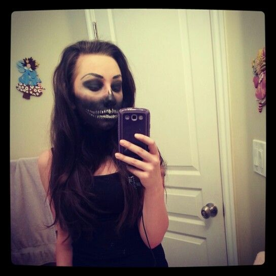 Skeleton face Halloween makeup