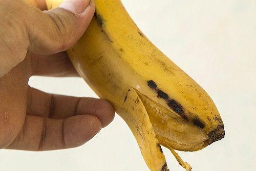 Sbiancare i denti con la buccia di banana - Vivere Più Sani