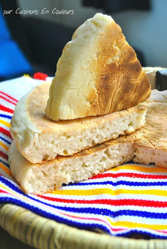 Je vousréservecette semaine quelques recettes typiquement marocaines. Souvent, cette cuisine se résume aux couscous et aux tajines mais elle est beaucoup plus diversifiée que cela. Je vous propose des recettes moins connues faisant partie du quotidien des tables marocaines. Aujourd'hui, c'est le pain maison que je vous présente dont le nom arabe Matlouâ est imprononçableRead More