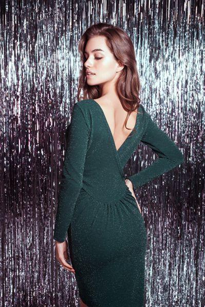 Трикотажное платье с открытой спиной приталенное изумрудное