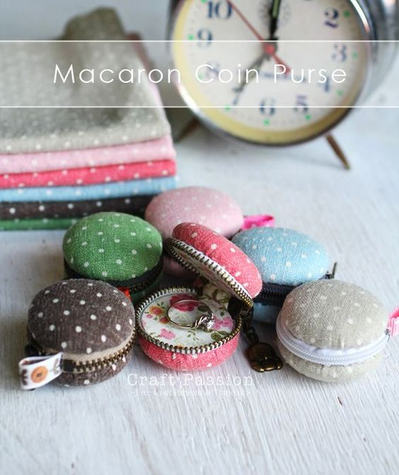DIY: fabric macaron coin purse or locket tutorial #sewing #crafts #cute
