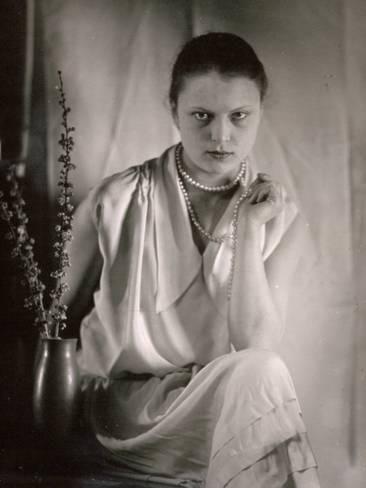 Photographic Print: Three-Quarter-Length Portrait of Wanda Wulz by Carlo Wulz : 24x18in