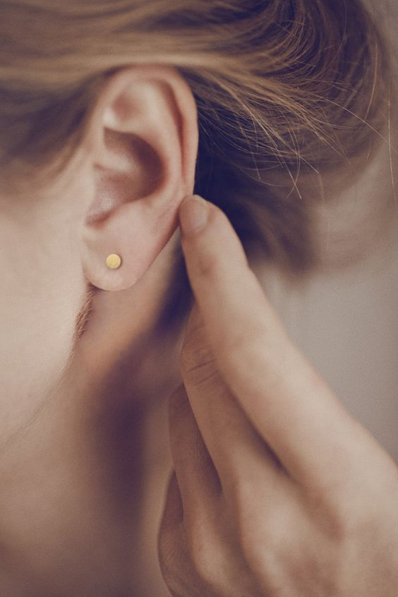 Zarte kleine Ohrstecker in Gold, minimaler Schmuck / cute minimalistic ear studs, golden jewelry made by Christina Pauls via DaWanda.com