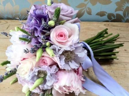 hand boughets | hand-tied-bouquet