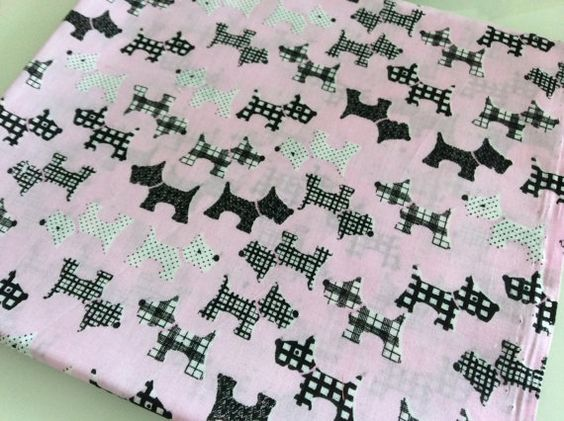 Fat Quarter  100 cotton fabric Dogs Color Light by Craftlandia23, €2.75